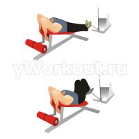 Поднятие колен на наклонной скамье с нижним блоком