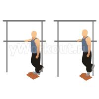 Подъем на носки одной ногой, используя вес тела